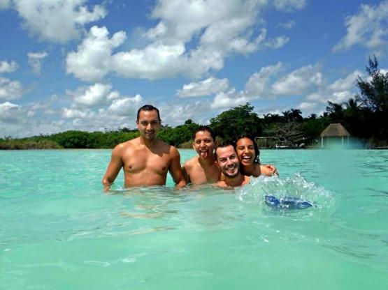 Amigos en Cancún. www.vivirencancun.mx