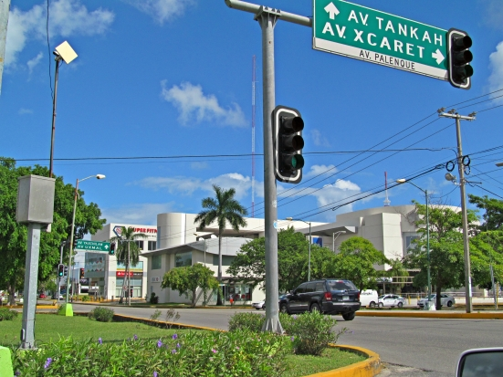 v. Coba y Palenque, Cancún. www.vivirencancun.mx